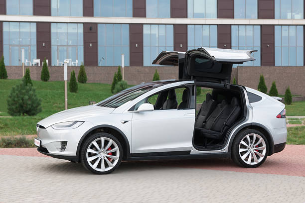 Tesla Model X, portes Falcon, SUV américain