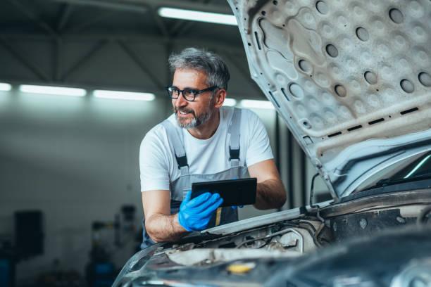 Voici quelqu'un qui entretien sa voiture électrique
