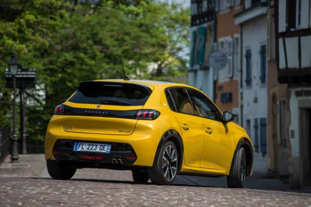 """Voici la voiture la plus vendue en France en 2020. C'est aussi elle qui a reçue le titre de """"Car Of The Year"""""""