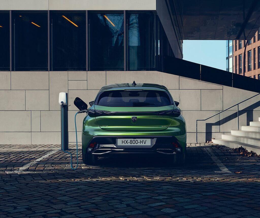 Nouvelle Peugeot 308 : la berline compacte est disponible en version hybride rechargeable